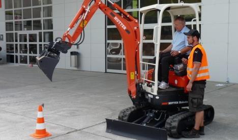 Mit der Bau-Challenge wirst du Kleinbaggerfahren, Häuserbauen, Kanalrohrelegen usw. Extrakosten: CHF50.-